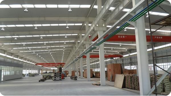 建筑形式: 主车间为门式钢架结构,跨度为48.