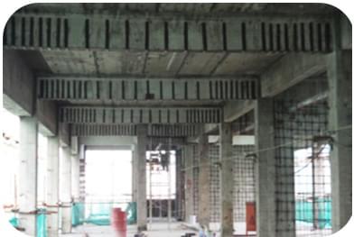 结构自重及施工荷载,对原柱及梁进行截面加大加固