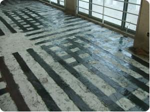 现浇板粘贴碳纤维加固