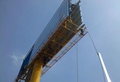 广告牌结构设计结构型式的选择独立钢柱大型钢结构广告牌的主体结构