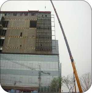 led显示屏钢结构骨架吊装