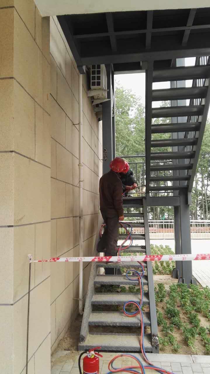 钢结构消防楼梯焊接