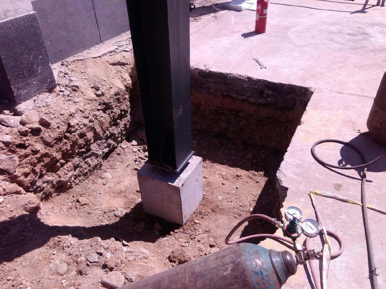 定位轴线和支承钢柱的支撑面标高值超过规范允许偏差值是钢结构工程施工经常会出现的,他是怎么出现偏差的?是哪个施工工艺及流程出现误操作?今天凯利恒小编就给您分析一下其产生的原因和预防措施,  一、产生的原因有: 1.基础测量控制网、基础测量放线、找标高存在失误、偏差。 2.