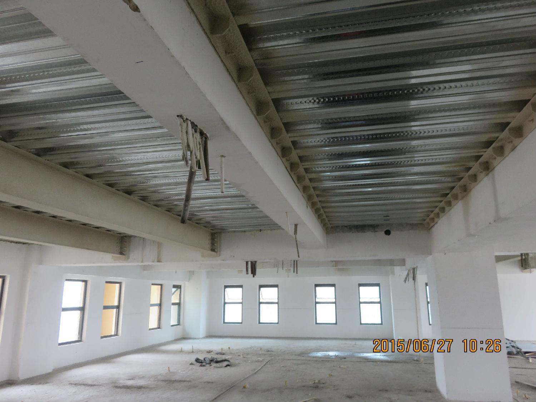在钢结构夹层工地往往是空间狭小