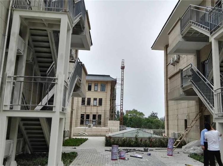 老年公寓室外钢结构消防楼梯工程案例