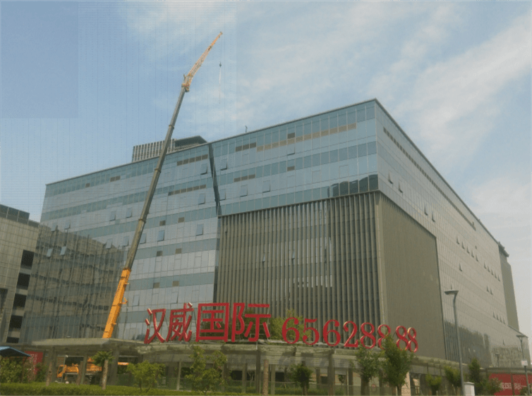 汉威国际一期屋面钢结构玻璃维护工程
